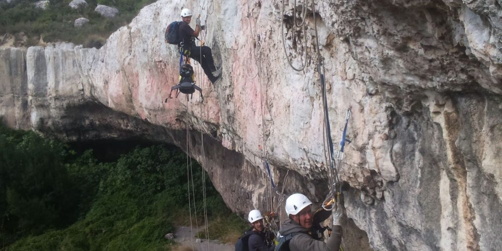 Purge de falaises et dévégétalisation - cordistes en Ariège